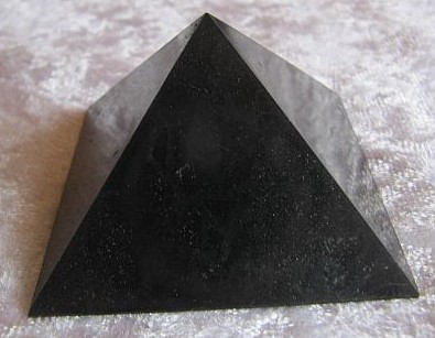 Schungit Pyramide 50mm