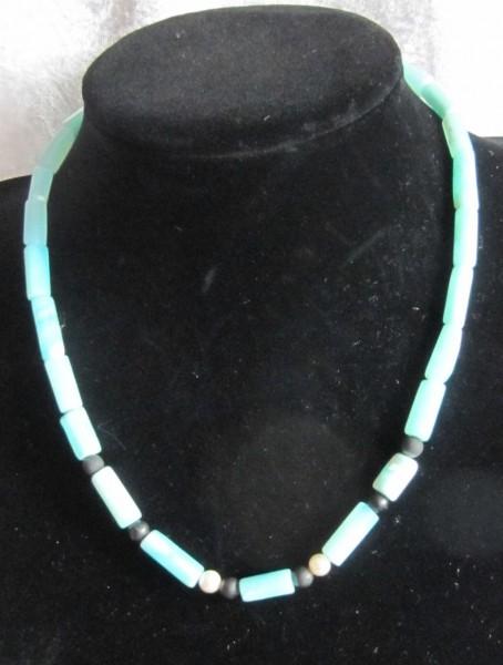 Edeltopas blau mit Schungit und Perlen